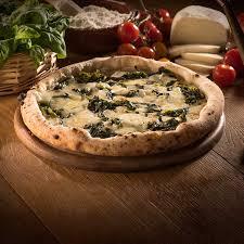 'A PIZZA, la vera pizza napoletana cotta nel forno a legna e criogenizzata – Intervista a Maurizio Ramirez