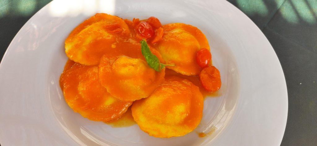 Ravioli ricotta e pomodorino giallo