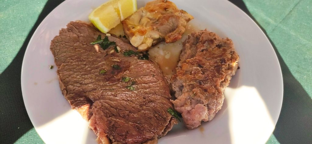 Misto carne, pollo, salsiccia, manzo