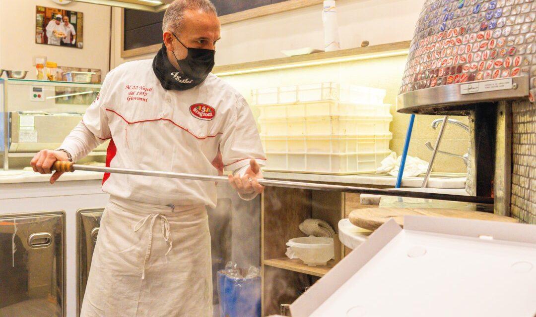 Gianni Improta e la pizzeria al 22  nel cuore di Napoli