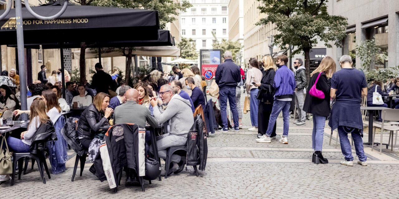 STREET FOOD IN VIA AMENDOLA A TORINO